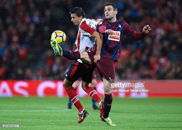 Ander Iturraspe of Athletic Club competes for the ball with Kike Garcia of SD Eibar during the La Liga match between Athletic Club and Eibar at...