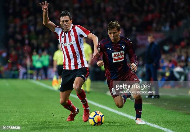 Ander Iturraspe of Athletic Club competes for the ball with Takashi Inui of SD Eibar during the La Liga match between Athletic Club and Eibar at...