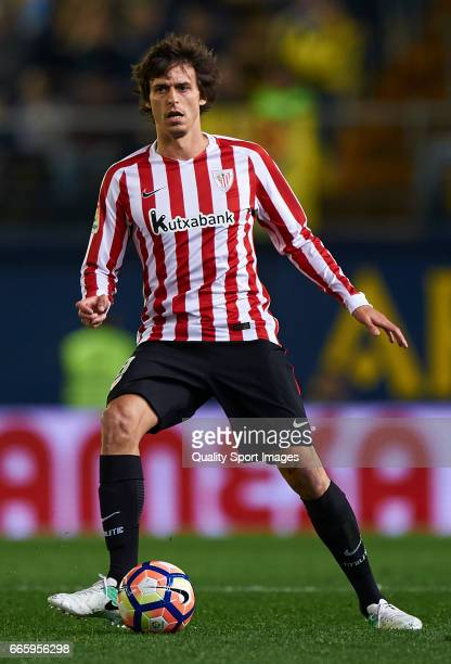 Ander Iturraspe of Athletic Club in action during the La Liga match between Villarreal CF and Athletic Club at Estadio de la Ceramica on April 7 2017...