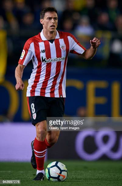 Ander Iturraspe of Athletic Club in action during the La Liga match between Villarreal and Athletic Club at Estadio de la Ceramica on April 9 2018 in...