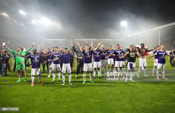 Anderlecht's players celebrate after winning the Jupiler Pro League match between Sporting Charleroi and RSC Anderlecht in Charleroi on May 18 2017...