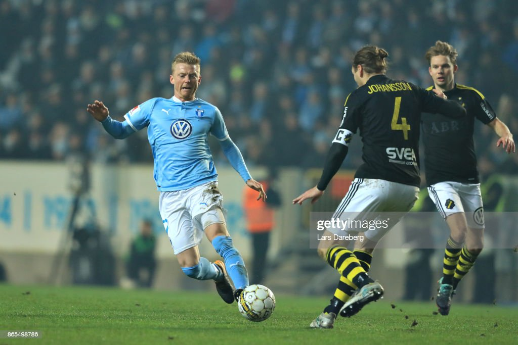 Anders Christiansen of Malmo FF during the allsvenskan match between Malmo FF and AIK at Swedbank Stadion on October 23, 2017 in Malmo, Sweden.