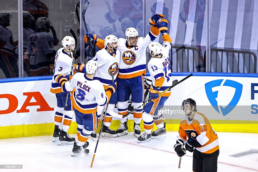 New York Islanders v Philadelphia Flyers - Game One : News Photo