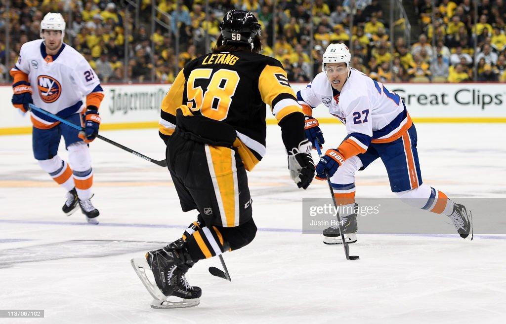 New York Islanders v Pittsburgh Penguins - Game Four : News Photo