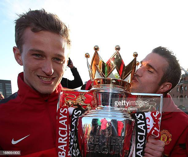 Anders Lindegaard and Robin van Persie of Manchester United pose with the Premier League trophy on the Premier League trophy winners parade on May 13...