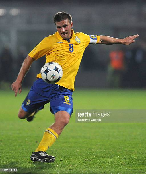 Anders Svensson of Sweden in action during the International Friendly Match between Italy and Sweden at Dino Manuzzi Stadium on November 18 2009 in...