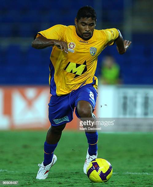 Anderson Alves Da Silva of United controls the ball during the ALeague semi final match between Gold Coast United and the Newcastle Jets at Skilled...