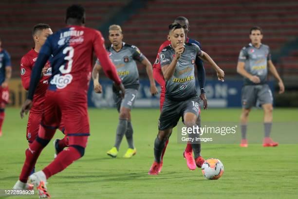 Anderson Contreras of Caracas FC controls the ball during a group H match of Copa CONMEBOL Libertadores 2020 between Deportivo Independiente Medellin...