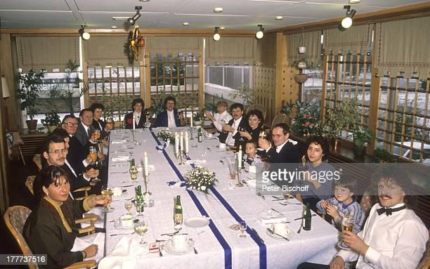 Anderson , Ehefrau Monika Grabowski , Mutter Irmgard Grabowski , daneben Vater Willi Grabowski, Schwiegervater Werner, Schwager Dieter, Tauf-Pate...