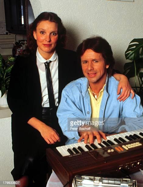 GG Anderson Ehefrau Monika GrabowskiHomestory Paar Umarmung Keyboard