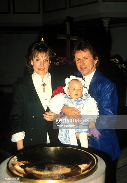 GG Anderson Ehefrau Monika GrabowskiSohn PhilippMarcel TaufFeierTaufbecken Taufe Kirche