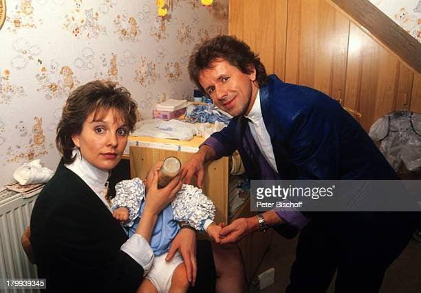 GG Anderson Ehefrau Monika GrabowskiSohn PhilippMarcel TaufFeier TaufeNuckelflasche FLäschchen Familie