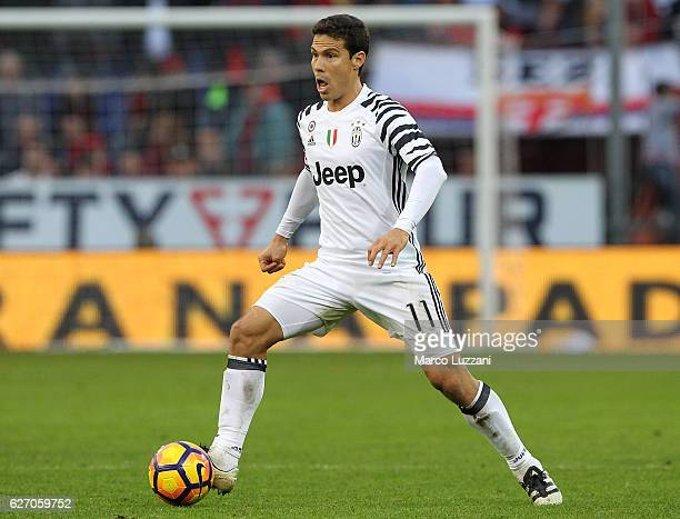 Anderson Hernanes of Juventus FC in action during the Serie A match between Genoa CFC and Juventus FC at Stadio Luigi Ferraris on November 27 2016 in...