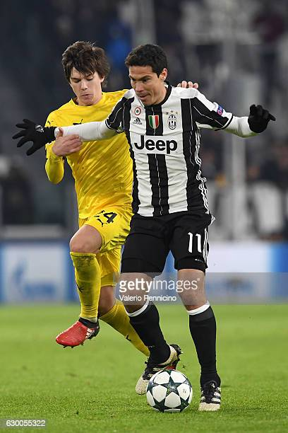 Anderson Hernanes of Juventus is challenged by Ante Coric of GNK Dinamo Zagreb during the UEFA Champions League Group H match between Juventus and...