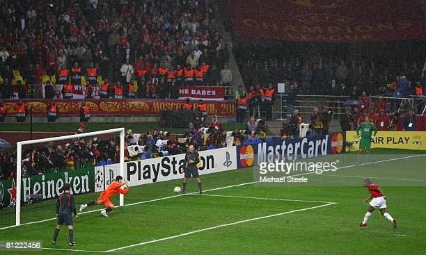 Anderson of Manchester United beats Petr Cech of Chelsea as he scores a penalty in the shoot out during the UEFA Champions League Final match between...