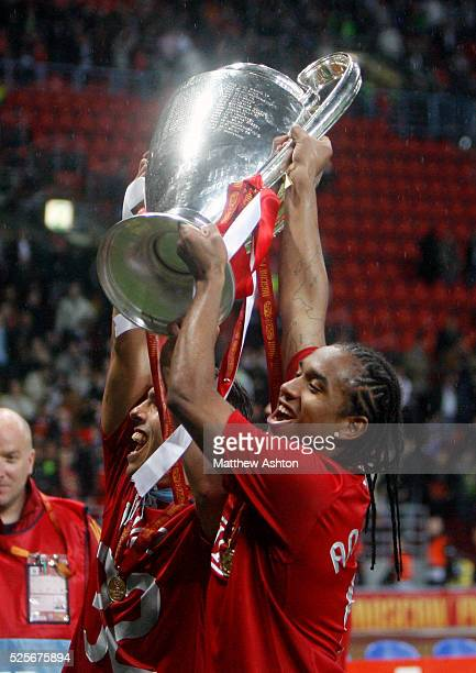Anderson of Manchester United celebrates with the Champions League Trophy