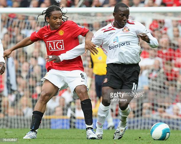 Anderson of Manchester United vies for the ball with with Dwight Yorke of Sunderland during the Barclays FA Premier League match between Manchester...