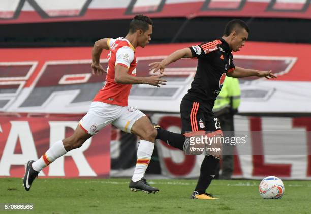Anderson Plata of Santa Fe struggles for the ball with Carlos LIzarazo of America during a match between Independiente Santa Fe and America de Cali...