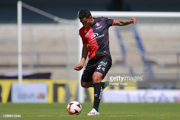 Anderson Santamaria of Atlas drives the ball during the 4th round match between Pumas UNAM and Atlas as part of the Torneo Guard1anes 2021 Liga MX at...