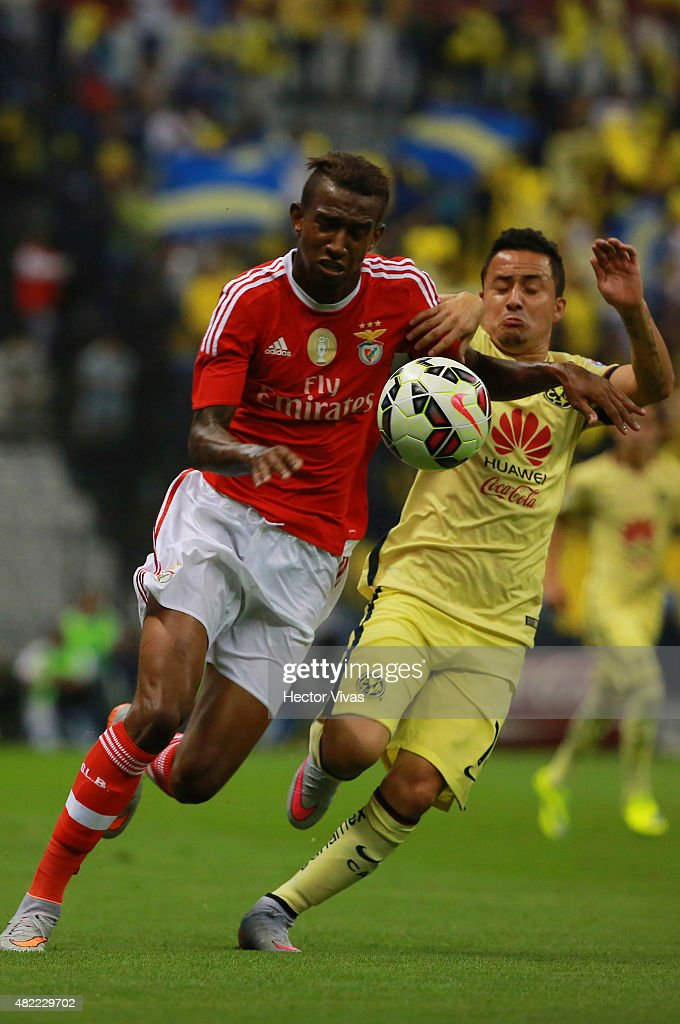 Anderson Talisca of Benfica (L) struggles for the ball with Osmar Mares of America (L) during a match between America and Benfica as part of the International Champions Cup 2015 at Azteca Stadium on July 28, 2015 in Mexico City, Mexico.