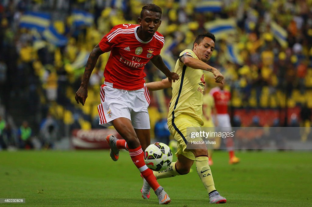 Anderson Talisca of Benfica (L) struggles for the ball with Osmar Mares of America (R) during a match between America and Benfica as part of the International Champions Cup 2015 at Azteca Stadium on July 28, 2015 in Mexico City, Mexico.
