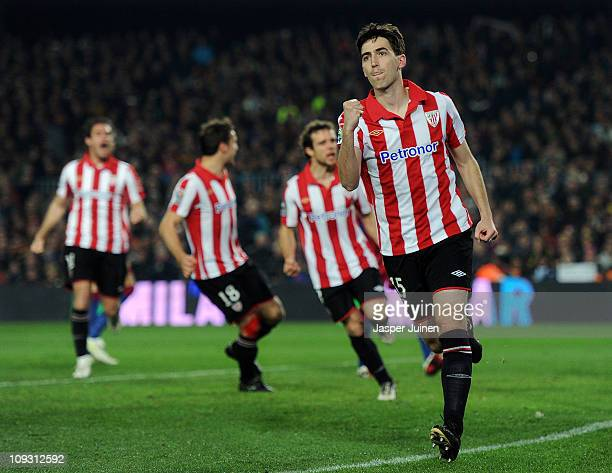Andoni Iraola of Athletic Bilbao celebrates after scoring the 11 equalizing goal from the penalty spot during the la Liga match between Barcelona and...