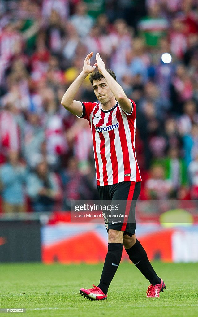 Andoni Iraola of Athletic Club applauds as he leaves the pitch during the La Liga match between Athletic Club Bilbao and Villarreal at San Mames Stadium on May 23, 2015 in Bilbao, Spain.