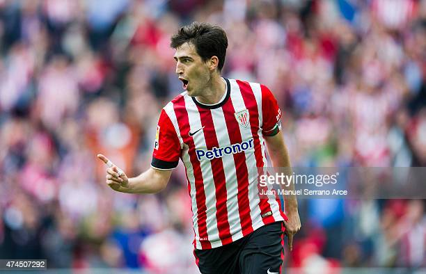 Andoni Iraola of Athletic Club celebrates after scoring his team's second goal during the La Liga match between Athletic Club Bilbao and Villarreal...