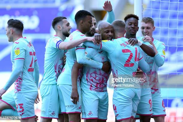 André Ayew of Swansea City celebrates scoring his side's second goal during the Sky Bet Championship match between Reading and Swansea City at the...