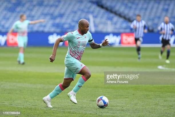 André Ayew of Swansea City runs with the ball during the Sky Bet Championship match between Sheffield Wednesday and Swansea City at the Hillsborough...