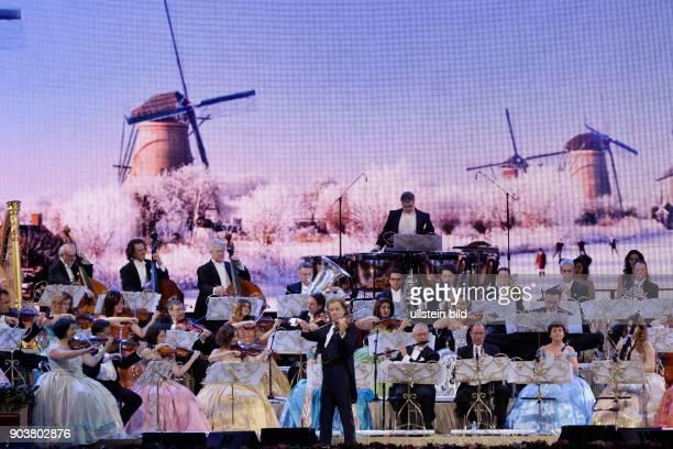 André Rieu gastiert in Begleitung des Johann Strauss Orchesters auf seiner 'Wonderful World'Tour LanxessArena Köln