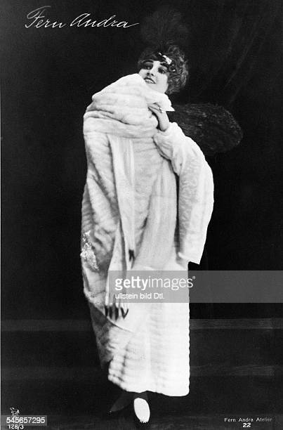 Andra Fern Actress USA *24111894 in a mink coat around 1910 Vintage property of ullstein bild