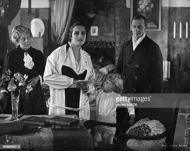 Andra Fern Actress USA *24111894 Scene from the movie 'Der Seele Saiten schwingen nicht' Germany 1916/1917 Film Production Fern AndraFilmCo Georg...