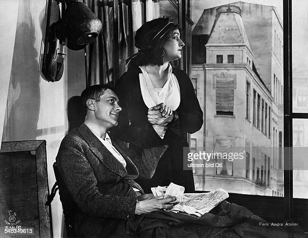 Andra Fern Actress USA *24111894 Scene from the movie ''Ein Blatt im Sturm doch das Schicksal hat es verweht'' with Georg Abel Germany 1917 Film...