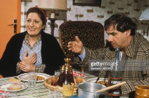 Andréa Ferréol et Michel Galabru lors du tournage du film 'Y atil un Français dans la salle' réalisé par JeanPierre Mocky le 14 janvier 1982 à Paris...