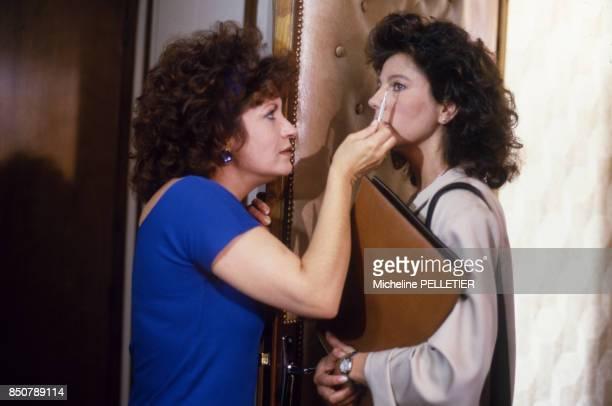 Andréa Ferréol et Stefania Sandrelli sur le tournage du film 'Noyade Interdite' réalisé par Pierre GranierDeferre en juin 1987 France