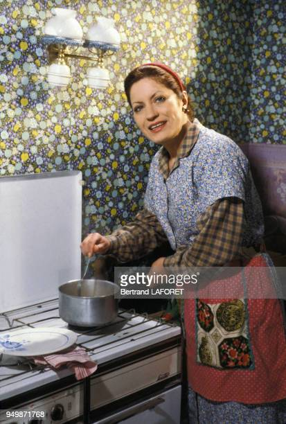Andréa Ferréol sur le tournage du film 'Y atil un Français dans la salle' réalisé par Jean Pierre Mocky en 1982 à Paris France
