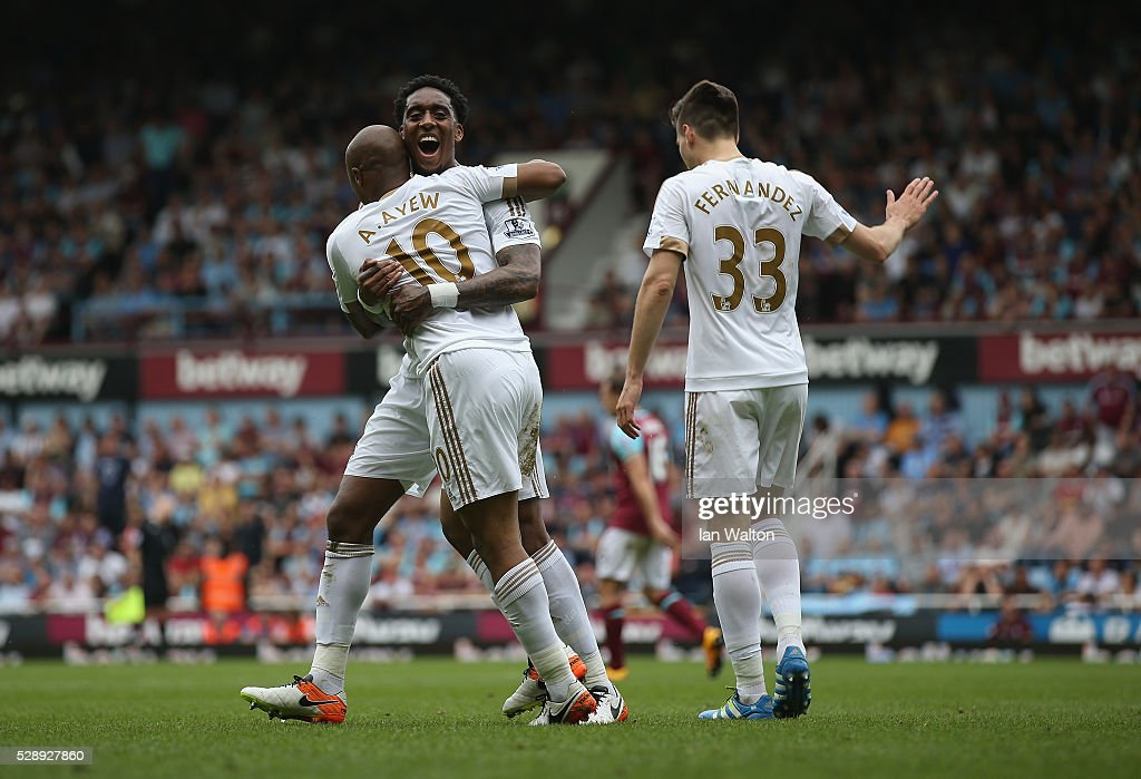 Andre Ayew of Swansea City celebrates scoring a goal during the Barclays Premier League match between West Ham United and Swansea City at the Boleyn Ground, May 7, 2016, London, England.