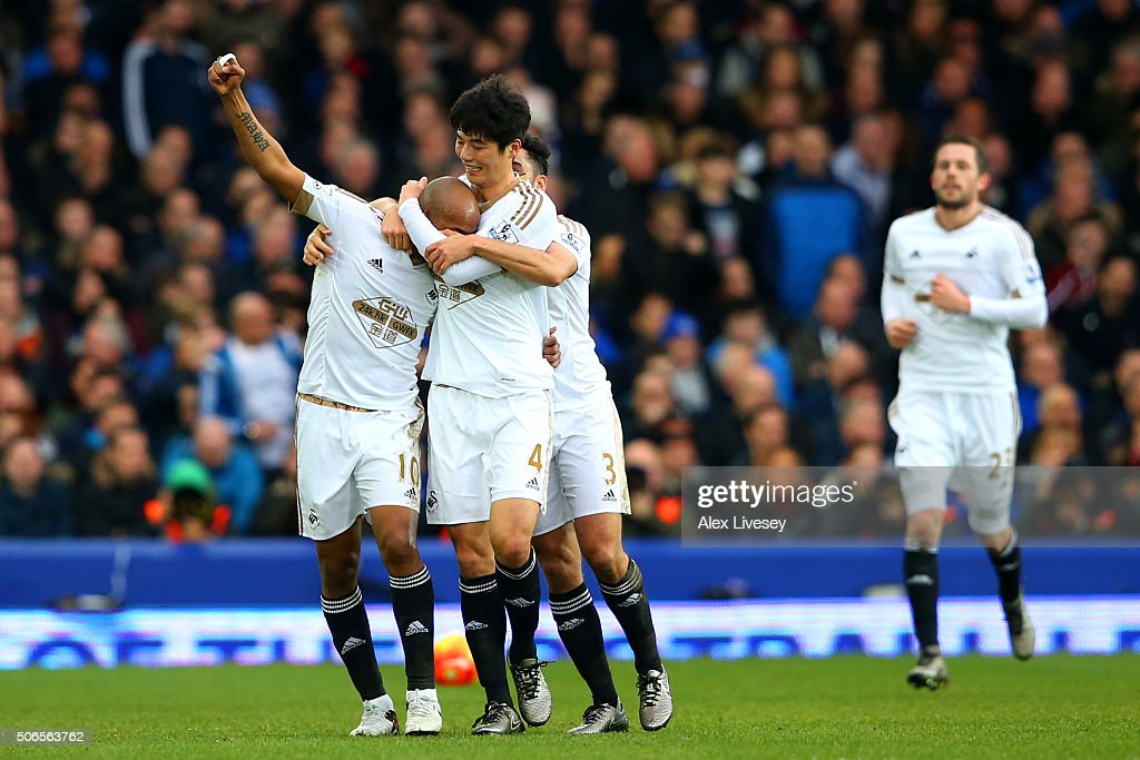 Andre Ayew of Swansea City celebrates with team-mates after scoring his team's second goal during the Barclays Premier League match between Everton and Swansea City at Goodison Park on January 24, 2016 in Liverpool, England.