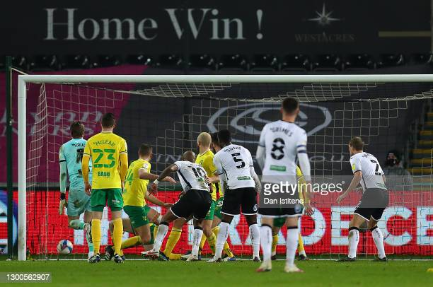 Andre Ayew of Swansea City scores his teams first goal during the Sky Bet Championship match between Swansea City and Norwich City at Liberty Stadium...