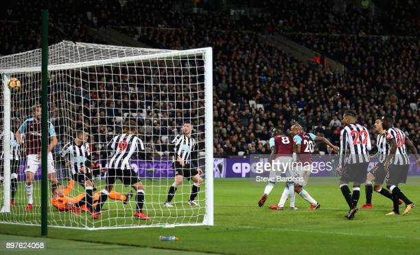 Andre Ayew of West Ham United scores his sides second goal during the Premier League match between West Ham United and Newcastle United at London...