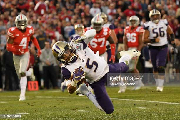 Andre Baccellia of the Washington Huskies makes a catch during the second half in the Rose Bowl Game presented by Northwestern Mutual at the Rose...