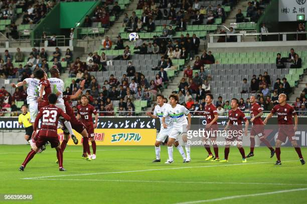 Andre Bahia of Shonan Bellmare heads the ball to score the opening goal during the J.League Levain Cup Group D match between Vissel Kobe and Shonan...