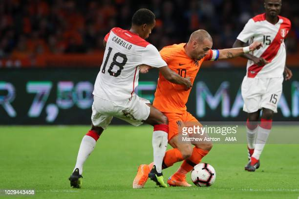 Andre Carrillo of Peru and Wesley Sneijder of The Netherlands / Holland during the International Friendly match between Netherlands and Peru on...
