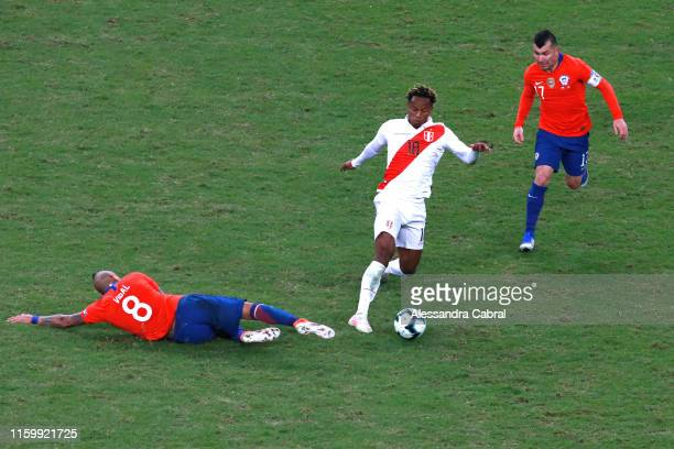 Andre Carrillo of Peru controls the ball against Arturo Vidal and Gary Medel of Chile during the Copa America Brazil 2019 Semi Final match between...