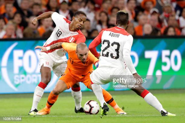 Andre Carrillo of Peru Wesley Sneijder of Holland Pedro Aquino of Peru during the International Friendly match between Holland v Peru at the Johan...
