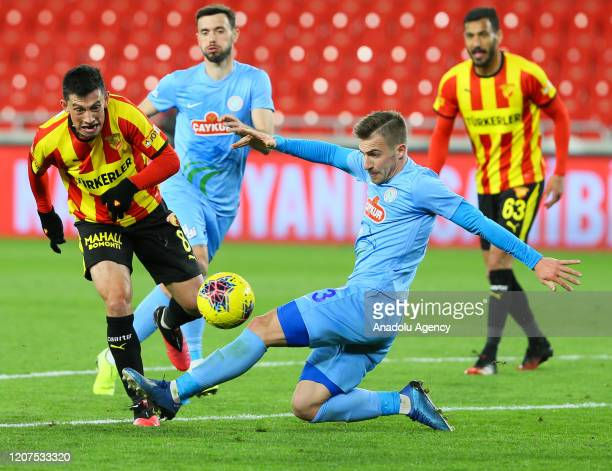 Andre Castro of Goztepe in action against Dario Melnjak of Caykur Rizespor during the Turkish Super Lig soccer match between Goztepe and Caykur...