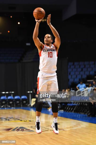 Andre Dawkins of the Agua Caliente Clippers shoots the ball against the Northern Arizona Suns on December 8 2017 at Citizens Business Bank Arena in...