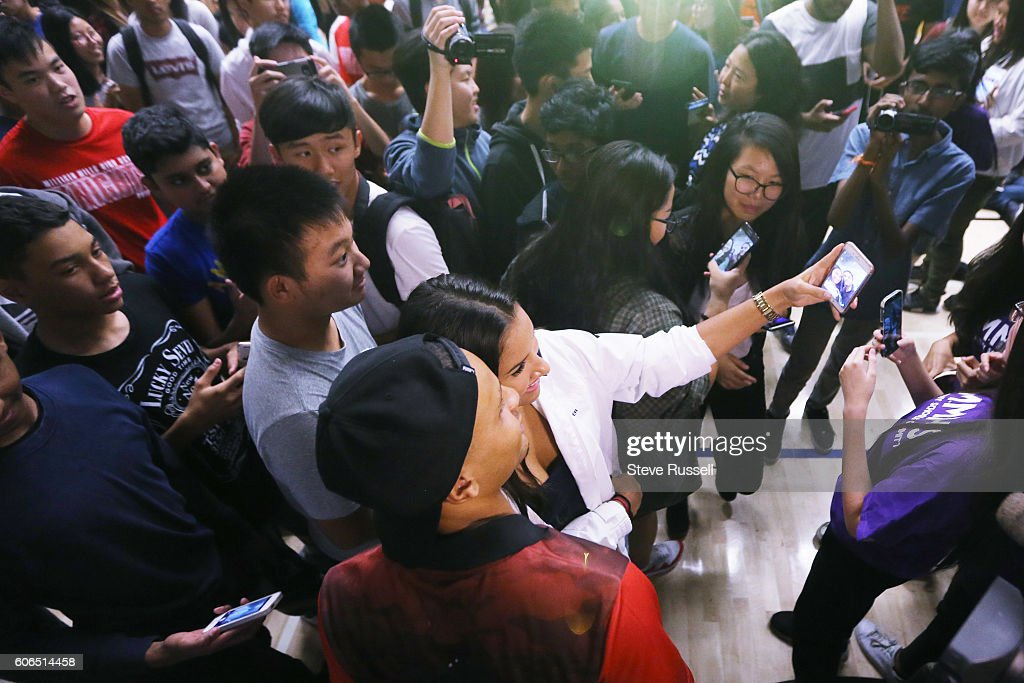Olympic triple sprint medalist, Andre De Grasse returns his alma mater, Milliken Mills High School, to join students in the Terry Fox Run. He' spoke to students before the run as they feted their fleet footed alumnus. : ニュース写真