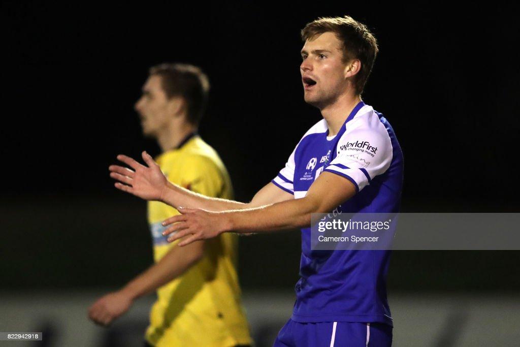 FFA Cup Rd of 32 - Hills United FC v Hakoah Sydney City East : News Photo